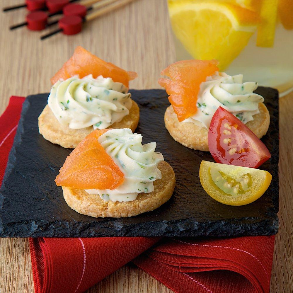 Cookies de Rondelé ail & fines herbes au saumon fumé