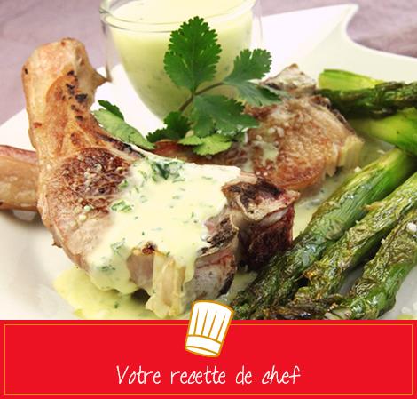 Côtelettes d'agneau, crème aux herbes et asperges rôties