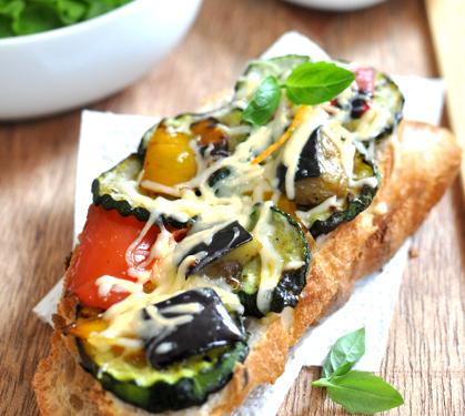 Bruschetta aux légumes grillés et Emmental