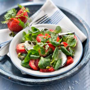 Salade de mâche au chèvre et aux fraises