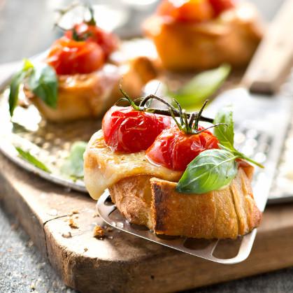 Bruschetta tomates cerises et fromage pour tartiflette
