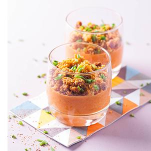 Crumble au chorizo sur crème de poivron et tomate