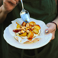 Camembert aux pommes et aux noisettes