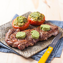 Faux filet de bœuf au beurre pesto <br>et tomates provençale