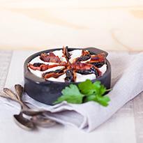 Cassolettes de camembert au lard et pruneaux