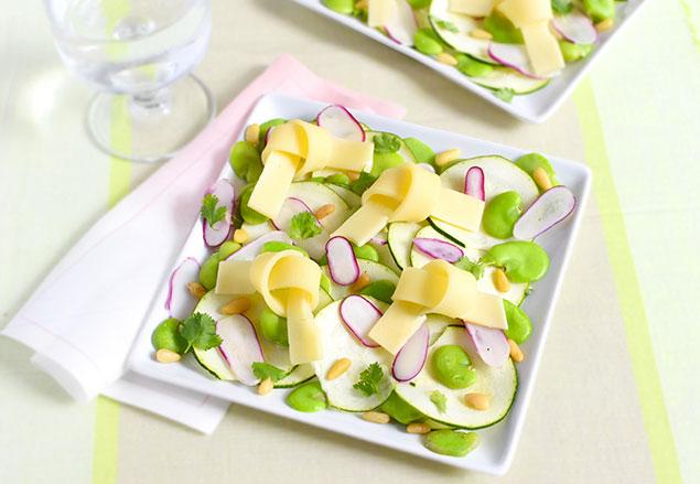 Salade courgettes fèves radis et emmental