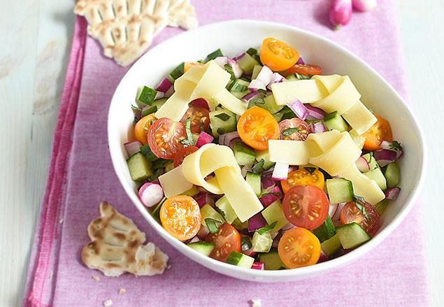 Salade de concombre tomates et emmental